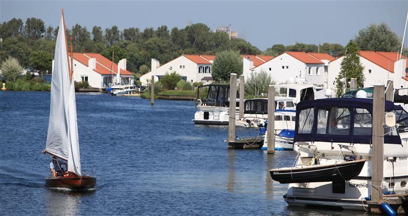 ferienwohnung resort marina oolderhuuske in roermond. Black Bedroom Furniture Sets. Home Design Ideas